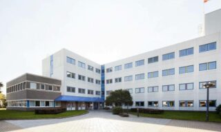 'LabForRent: Chemical R&D labs op pharmaceutical campus' image